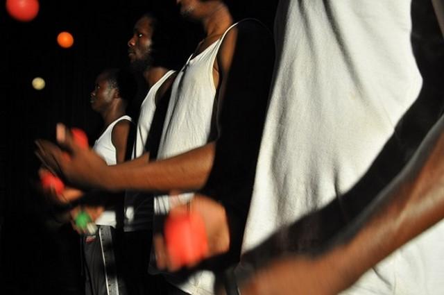jongleur du mozambique compagnie thomas guérineau